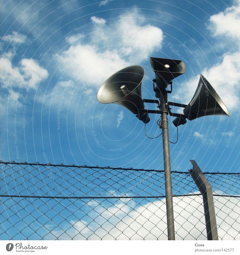 Jetzt hör' mir doch mal einer zu! Außenaufnahme Ferne Freiheit Musik Motorsport sprechen Lautsprecher Konzert Radio Luft Himmel Wolken Kommunizieren frei hoch