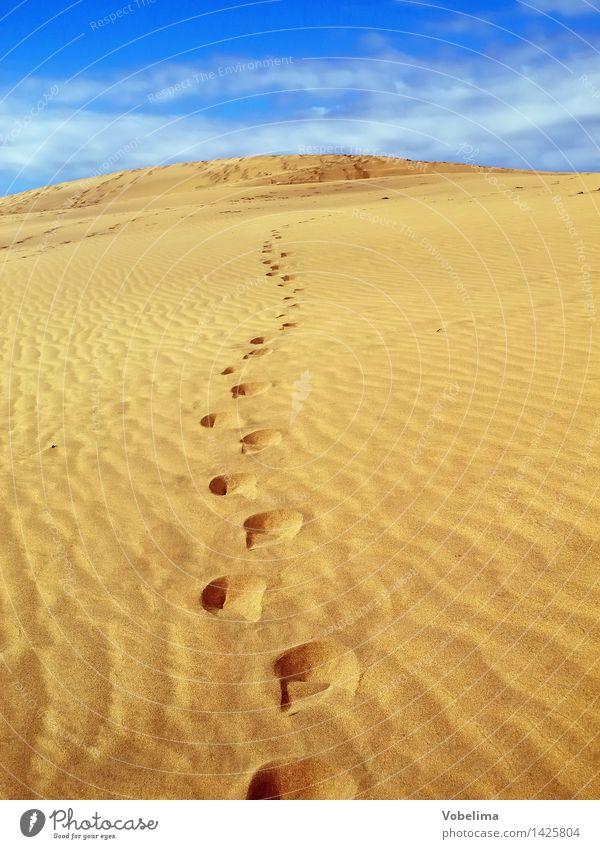 Sanddüne bei Maspalomas, Gran Canaria Landschaft Wolken Klimawandel Schönes Wetter Wärme Wüste Fußspur wandern Unendlichkeit heiß trocken blau braun gelb gold