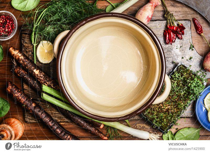 Gemüse für gesundes Kochen um leeren Topf Lebensmittel Kräuter & Gewürze Ernährung Bioprodukte Vegetarische Ernährung Diät Schalen & Schüsseln Messer