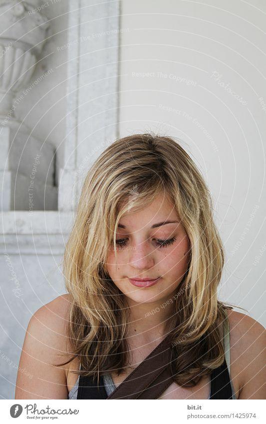 historisch | in allen vier Ecken.. Bildung lernen Schulhof Schüler Studium Student Junge Frau Jugendliche Kunst Skulptur Architektur Mauer Wand lesen schön