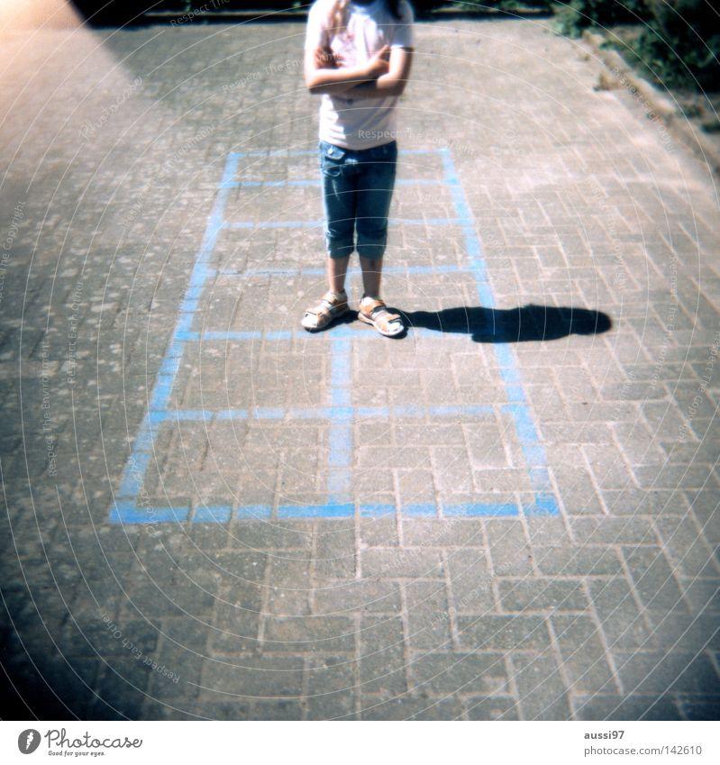 Keinen Bock Sommer Bewegung Spielen Fuß Pause analog Bildung Spielplatz Turnen Lichteinfall Mittelformat Schulhof Holga Light leak Rollfilm Spieltrieb