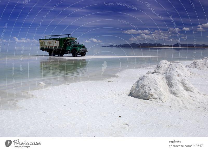 camión del sal Lastwagen See Salzsee Bolivien Salzwüste Salar de Uyuni La Paz grün Transporter Lieferwagen Kaili Bergbau ruhig Erholung Unendlichkeit ruhen weiß