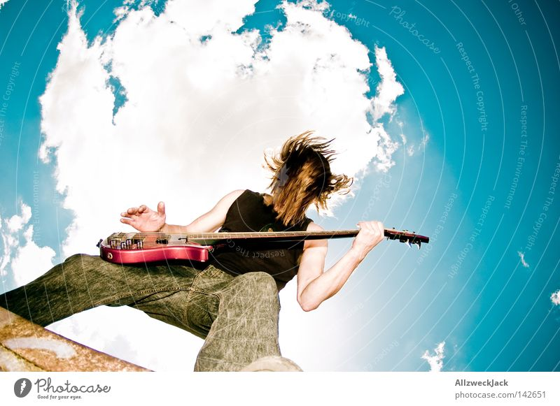 Open Hair Mann Himmel Freude Wolken Musik Kraft Musikinstrument Aktion wild Konzert Rockmusik Leidenschaft Gitarre Punk
