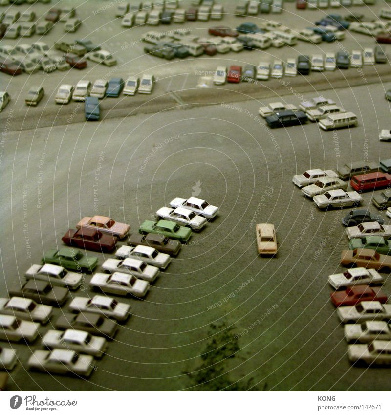 brave new world Ferien & Urlaub & Reisen Straße Bewegung Wege & Pfade PKW Straßenverkehr Verkehr Industrie KFZ mehrere Spielzeug Mobilität Verkehrswege viele