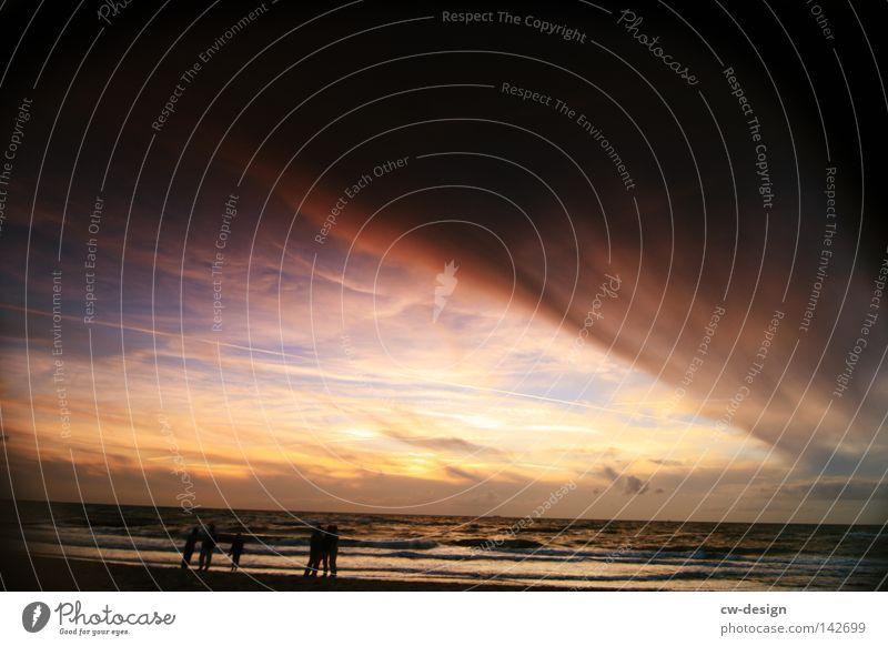 ICH HAB FERNWEH Mensch Himmel Mann Wasser Ferien & Urlaub & Reisen Sonne Meer Sommer Strand Freude Wolken ruhig Erholung Küste Freiheit springen