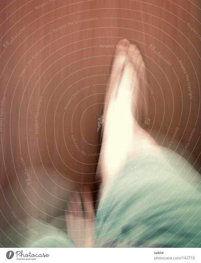 FotoRally laufen gehen Fuß Beine Schuhe Badelatschen Hose Shorts Bermudashorts Sommer heiß Physik Bodenbelag Linoleum Geschwindigkeit langsam Schlafwandeln