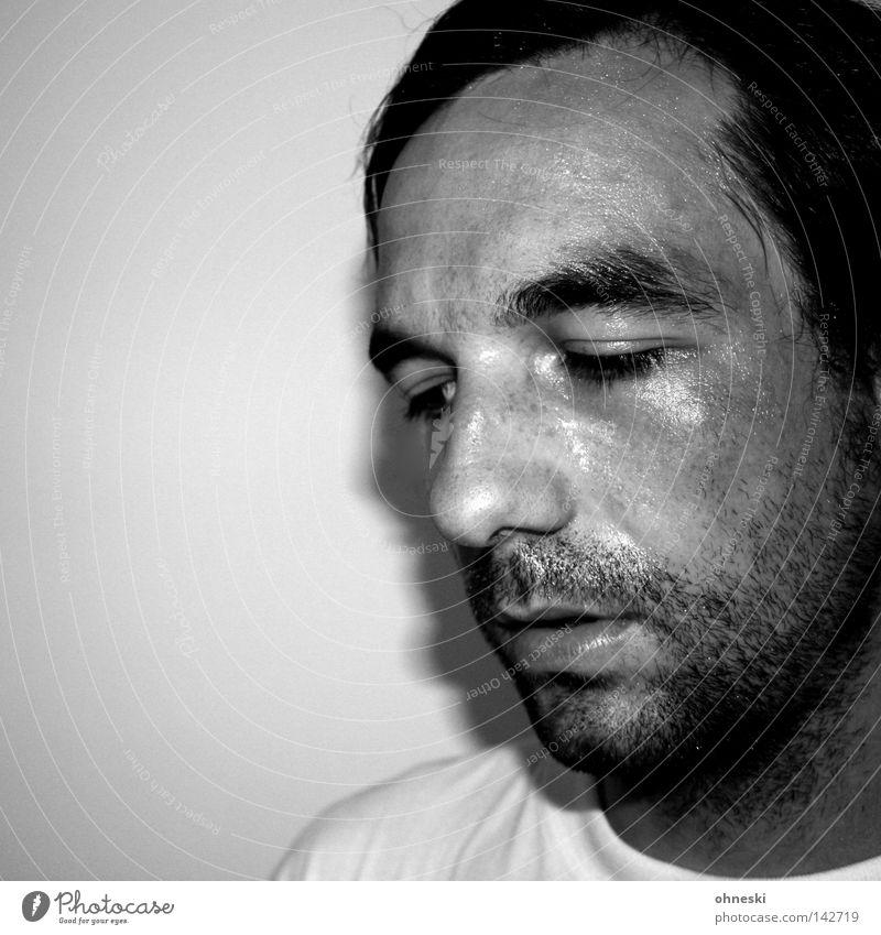 Schweiß lass nach Porträt Schwarzweißfoto Selbstportrait anstrengen Bart Müdigkeit Denken laufen Laufsport glänzend unrasiert Blick Schweißtropfen T-Shirt