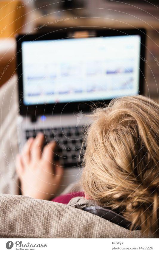 Digitale Visionen Mensch Jugendliche Junge Frau Erholung Hand 18-30 Jahre Erwachsene feminin Arbeit & Erwerbstätigkeit Wohnung 13-18 Jahre blond Kommunizieren