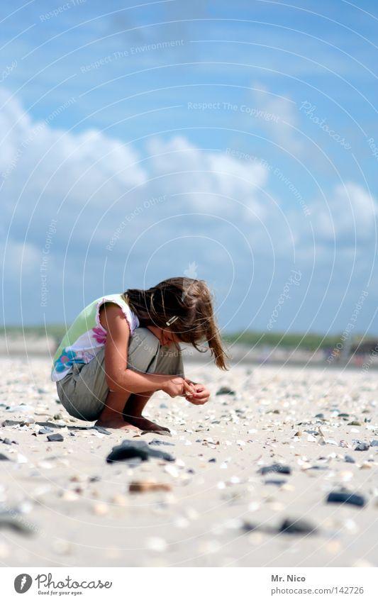 breaktIME / fortsetzung! Kind Himmel blau Hand Ferien & Urlaub & Reisen Sommer Meer Mädchen Strand Wolken Erholung Wärme Spielen Küste Sand Stein