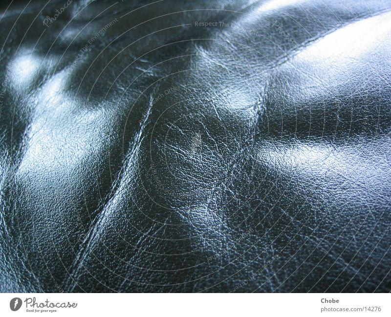 Schwarzes Leder schwarz Licht glänzend Makroaufnahme Nahaufnahme Strukturen & Formen