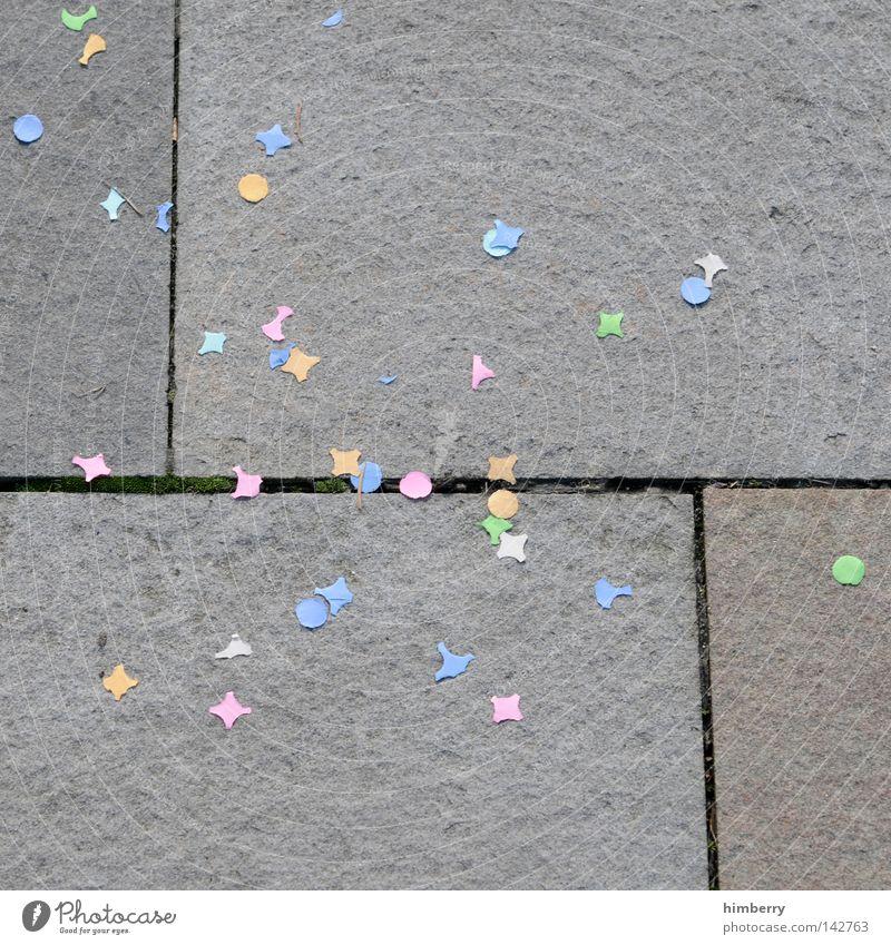 party generation Freude Party Stein Feste & Feiern Geburtstag Papier Boden Bodenbelag Müll Silvester u. Neujahr Karneval Bürgersteig Kindergarten Applaus Fuge Bordsteinkante