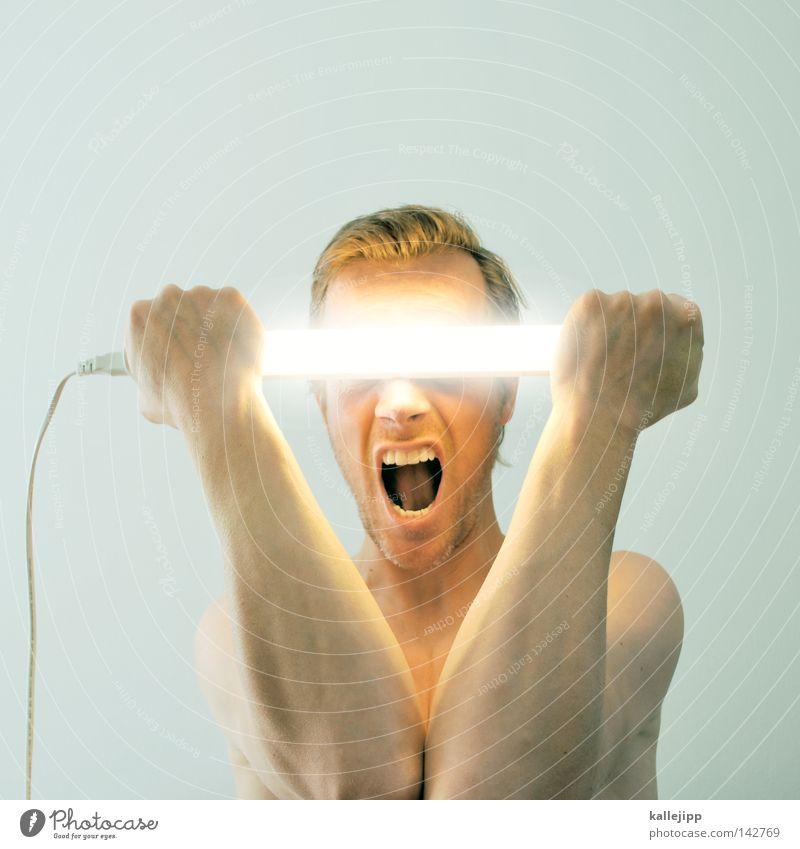 major tom Mann Mensch nackt Neonlicht Licht Lampe Erkenntnis blenden blind Elektrizität Stromkreis Stromdraht Stromlinie Hochspannungsleitung schreien Ritter