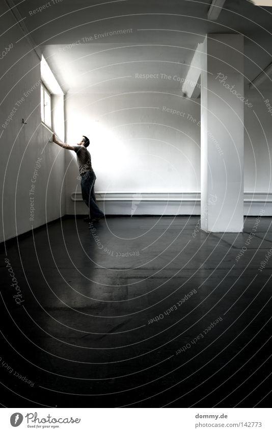 freiheit Mann Kerl Haftstrafe stehen Licht dunkel Einsamkeit Hose Pullover Fenster Gitter weiß leer Reflexion & Spiegelung Bodenbelag Lampe Ausland Ausländer