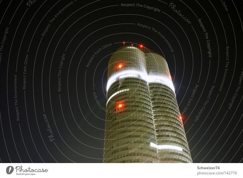 Millenium Tower Wien Hochhaus modern Skyline Nachtaufnahme