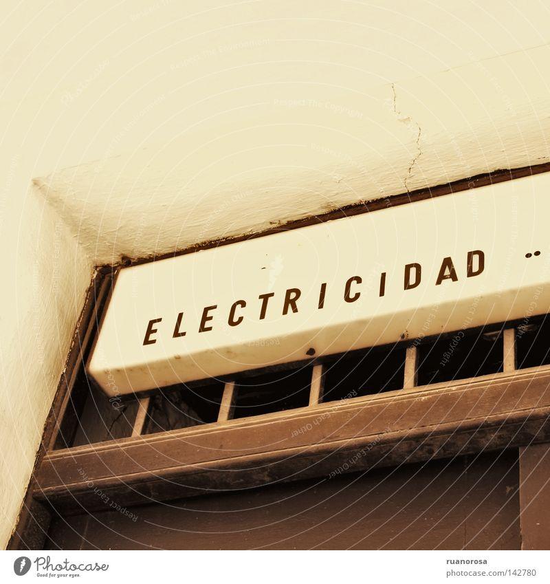 Haus Tür laufen Schilder & Markierungen Energiewirtschaft Elektrizität Buchstaben Zeichen Hinweisschild Handel Plakat Antike Kalk Aushang Öffentlicher Dienst