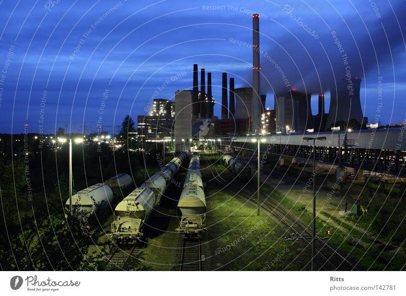 Braunkohlekraftwerk Kohlekraftwerk Energiewirtschaft Produktion Rauch Elektrizität Gleise Umweltverschmutzung Gebäude