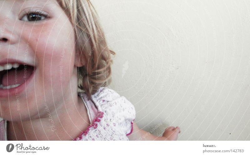 8, 9, 10, ich koooommee Kind Freude Mädchen lustig Gesundheit Spielen lachen Glück blond Fröhlichkeit Bildung Leichtigkeit Kleinkind Dynamik Euphorie Kindergarten