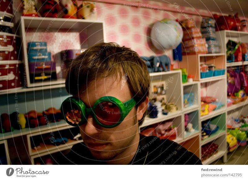 Durchblick im Wunderland Spielzimmer Kinderzimmer Ladengeschäft Fliege rosa grün Mann Jugendliche Stil kindlich chaotisch Kitsch Spielplatz Regal Bart Traumwelt