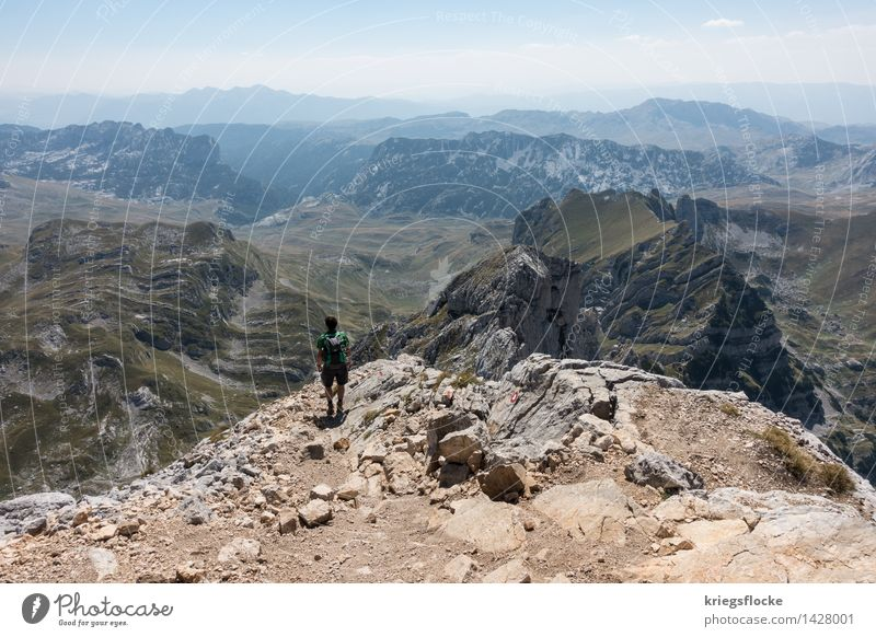 Weitblick Ferien & Urlaub & Reisen Erholung ruhig Ferne Berge u. Gebirge Glück außergewöhnlich Freiheit oben Felsen wandern genießen Lebensfreude beobachten