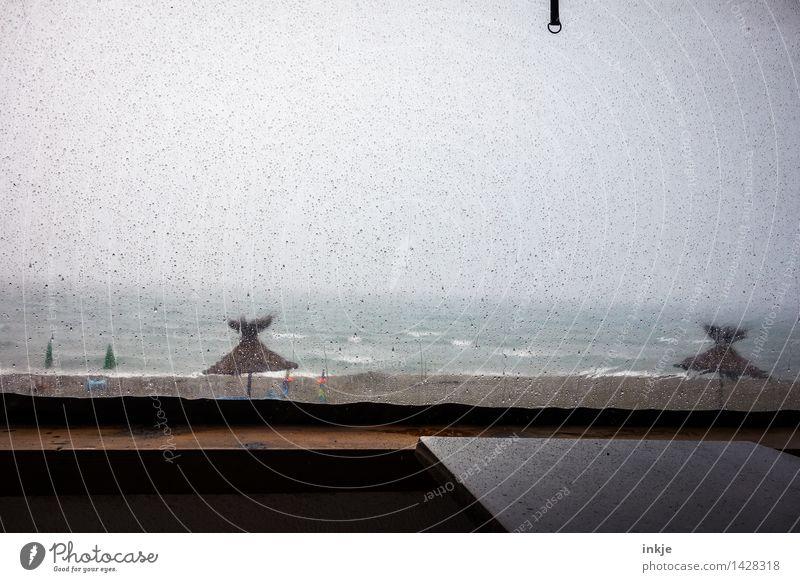 Miese Stimmung. Ferien & Urlaub & Reisen Tourismus Sommerurlaub Strand Meer Umwelt Natur Wasser Wassertropfen Himmel Wolken Horizont Frühling Herbst Winter