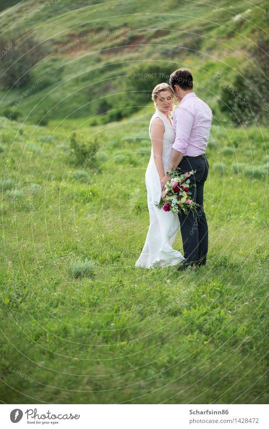 Braut und Bräutigam, Hochzeit, Boho Freude Sommer Berge u. Gebirge Feste & Feiern Mensch maskulin feminin Paar Partner Körper 2 Landschaft Frühling Blume Kleid