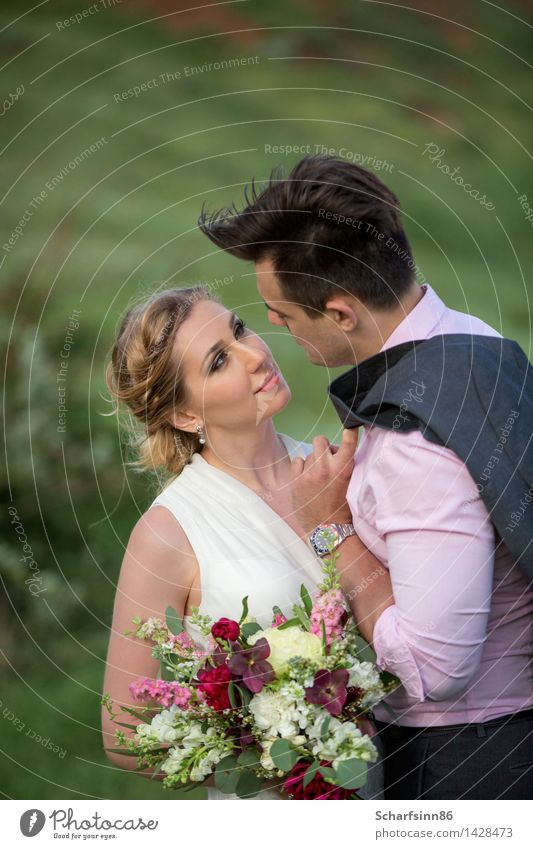 Braut und Bräutigam, Hochzeit, Boho Mensch Jugendliche grün schön weiß Freude 18-30 Jahre Berge u. Gebirge Erwachsene Liebe feminin Stil Lifestyle Paar