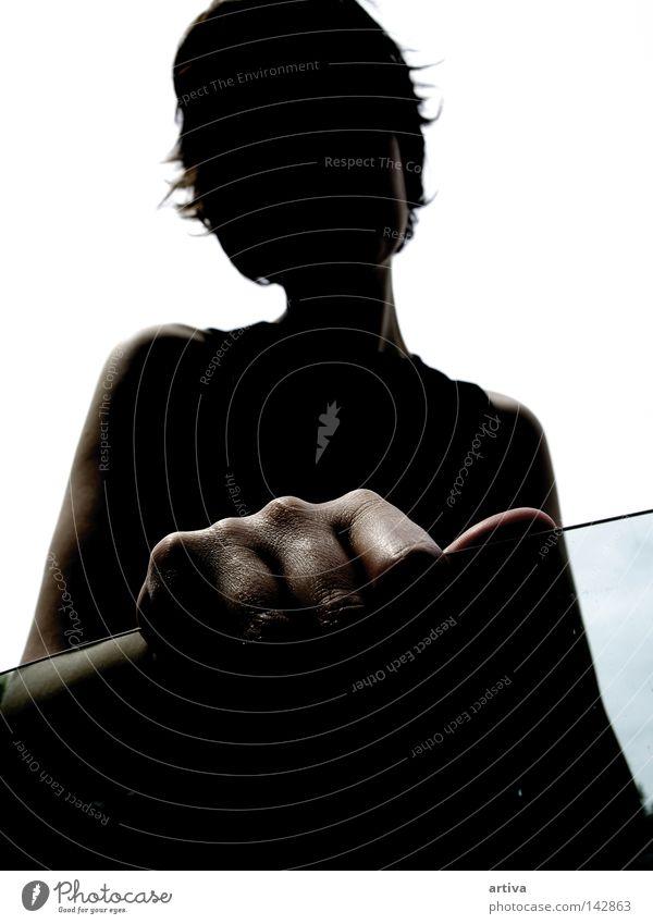 Frau Hand schwarz dunkel Glas Italien