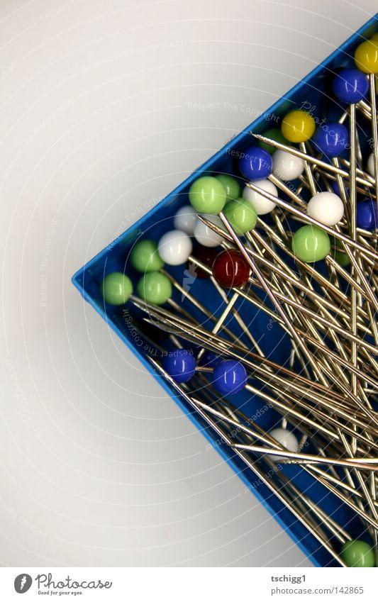 Das Heu im Stecknadelhaufen Glas Spitze rund Kugel Kasten eckig Kiste stachelig Nadel Haufen stechend stechen
