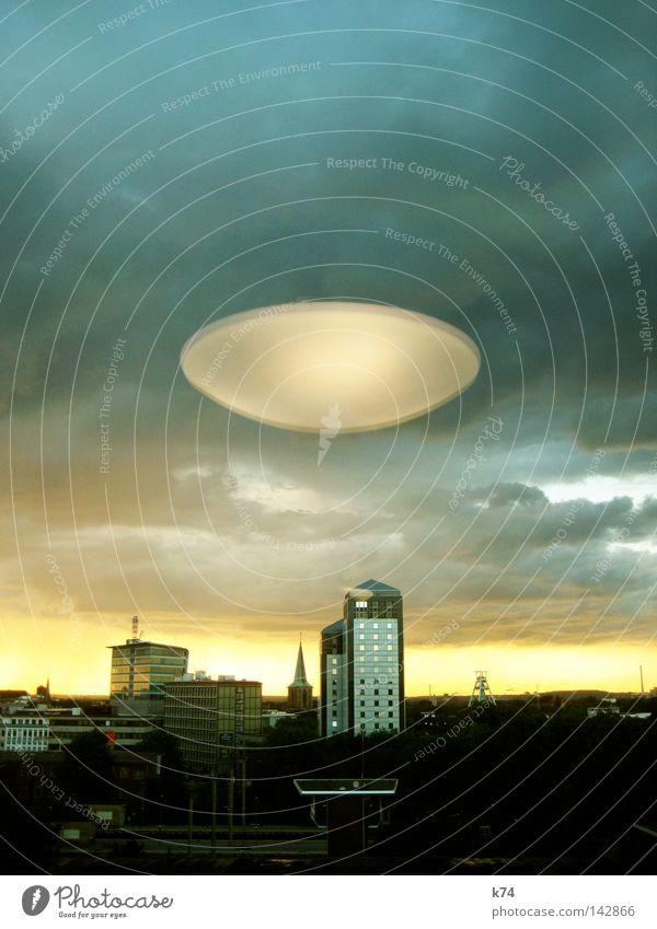 MARS ATTACKS! Stadt Angst gefährlich obskur Planet Panik UFO Außerirdischer Mars fliegend Fluggerät Raumfahrzeuge Untertasse Nationale Sicherheit