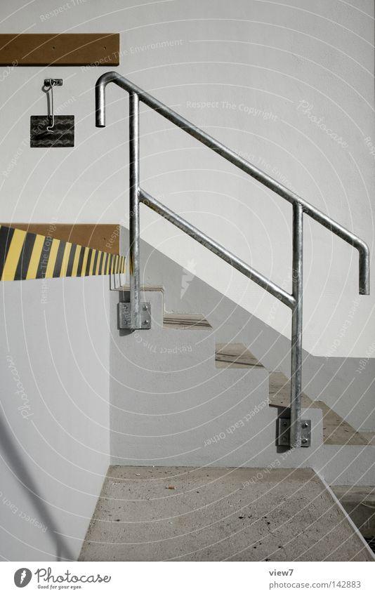 Aufstieg Fassade Schilder & Markierungen Design Verkehr Treppe frisch Industrie Ecke neu Baustelle Industriefotografie Stahl Rost Warnhinweis Geländer