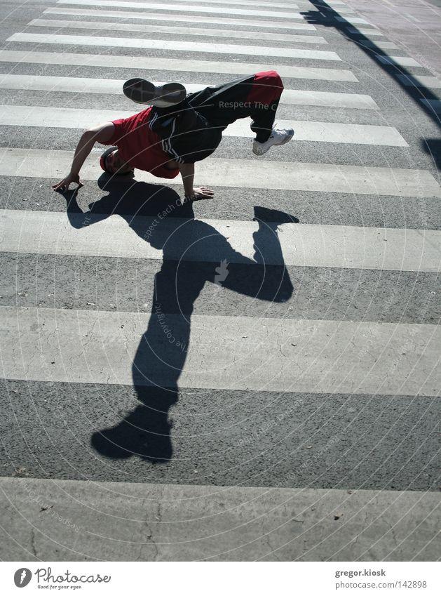 Breakdance Mann Tanzen Straßennamenschild Pause Zeichen weiß Wolken Pose super fliegen Freundlichkeit hell Zeug Anzug Hut schwarz rot Licht yo Rap Hüfte hüpfen