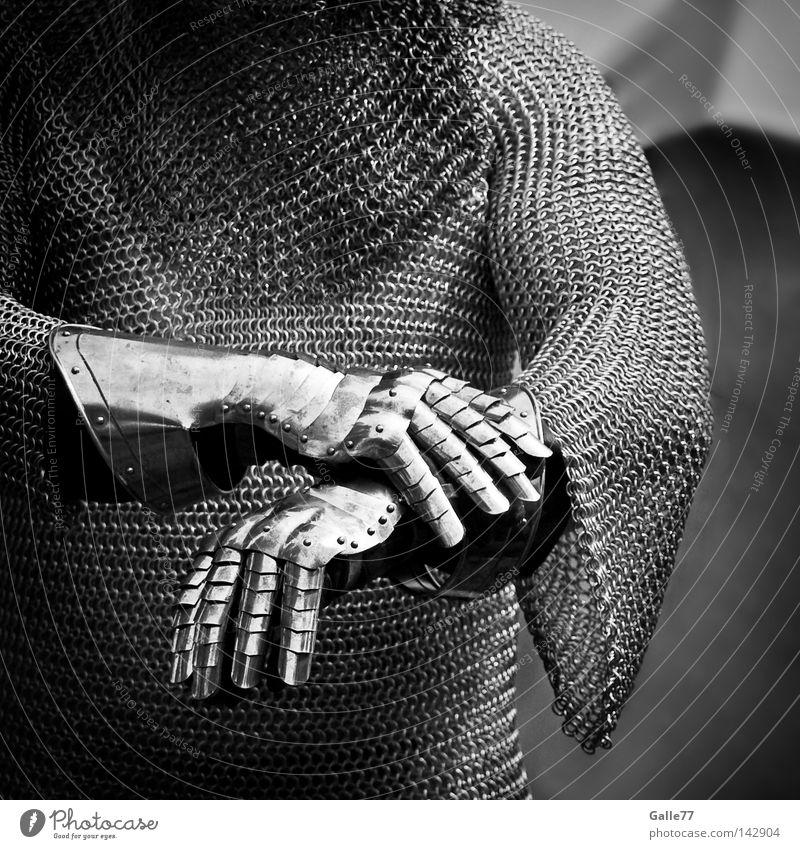 Ritter der Kokosnuss Mann Kraft maskulin Kraft Sicherheit Mut stark historisch kämpfen Handschuhe schwer Moral Ritter gepanzert Ehre Mittelalter