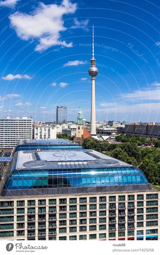 Blick auf Berlin Ferien & Urlaub & Reisen Tourismus Haus Wolken Baum Stadt Hauptstadt Stadtzentrum Bauwerk Gebäude Architektur Sehenswürdigkeit Wahrzeichen blau