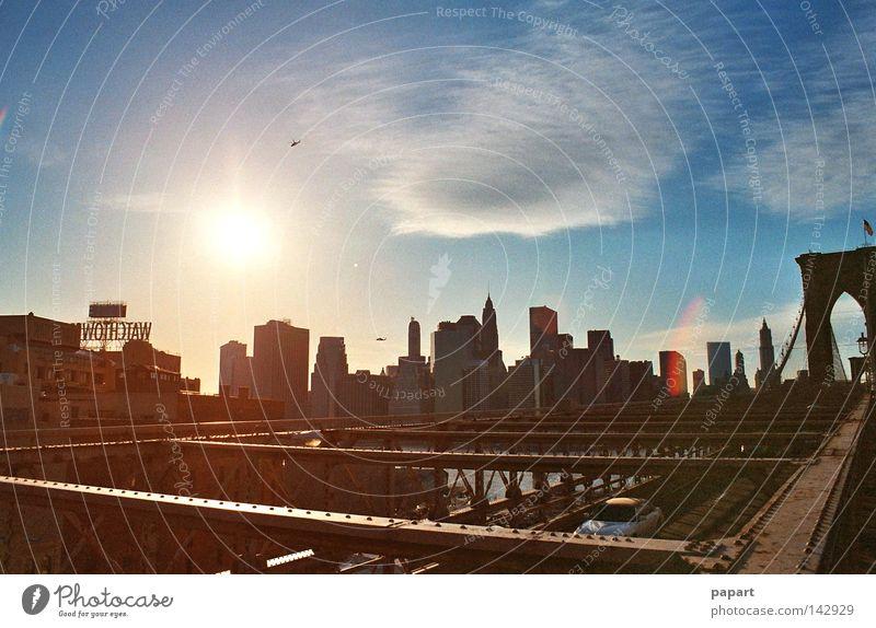 sunset on steel Himmel Stadt Sonne Sommer ruhig Leben Wand Horizont Glas Fassade Beton Hochhaus groß Verkehr Brücke Lifestyle