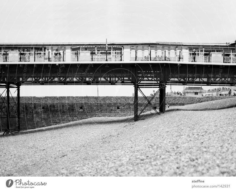 Brighton Pier Meer Strand Ferien & Urlaub & Reisen Brücke Denkmal Anlegestelle Wahrzeichen Tourist England Kies Seebrücke