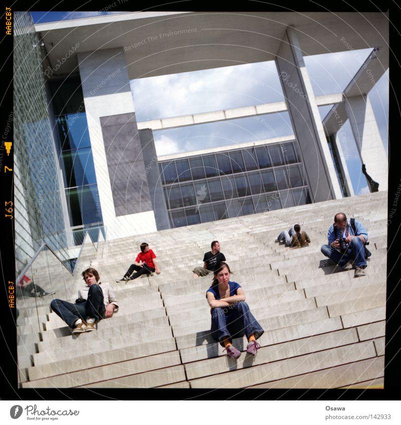 bln_08 Berlin Erholung Beton Treppe modern Mittelformat Fixer Regierungssitz