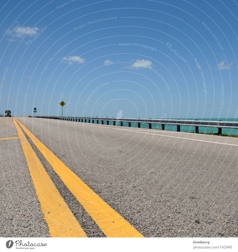 froschperspektive Himmel Meer Sommer Strand Ferien & Urlaub & Reisen Wolken Straße Froschperspektive Linie Küste Straßenverkehr Wetter Verkehr Brücke gefährlich Reisefotografie