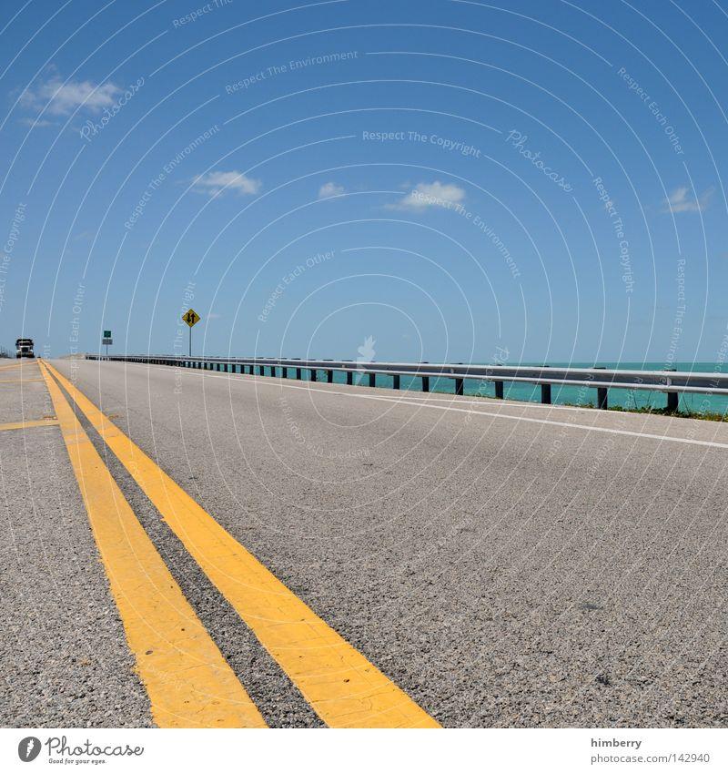 froschperspektive Straße Lastwagen Verkehr Straßenverkehr Froschperspektive Fahrbahn Landstraße Küste Brücke Florida Florida Keys Key West Sommer