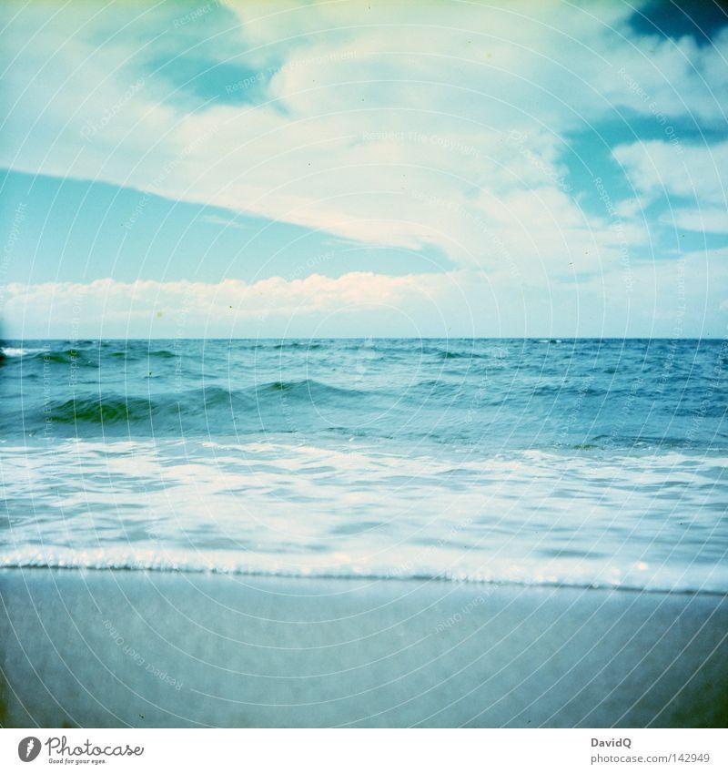 baltic sea Meer See Gewässer Wellen Brandung Wellengang Wellenschlag Strand Sandstrand Badestelle Küste Seeufer Wolken Horizont Sommer Himmel Ostsee