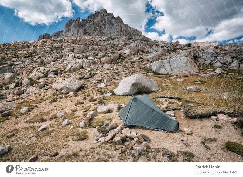 Sleep beneath Giants Himmel Natur Ferien & Urlaub & Reisen Sommer Erholung Landschaft Wolken ruhig Ferne Berge u. Gebirge Umwelt Freiheit Felsen Tourismus