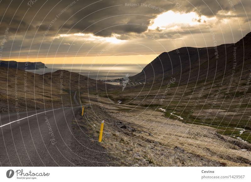 Straße zum Meer Landschaft Wolken Horizont Sonnenaufgang Sonnenuntergang Schönes Wetter Felsen Berge u. Gebirge Küste Island Europa Skyline Fernweh Fjord