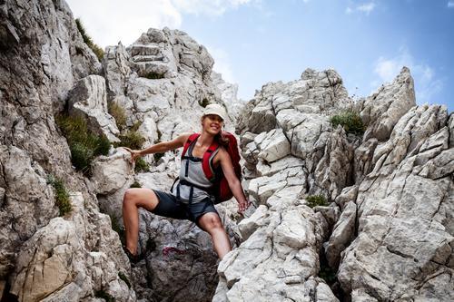 Kraxelei Mensch Frau Ferien & Urlaub & Reisen Jugendliche Sommer Junge Frau Sonne Ferne 18-30 Jahre Berge u. Gebirge Erwachsene Leben feminin Sport Gesundheit