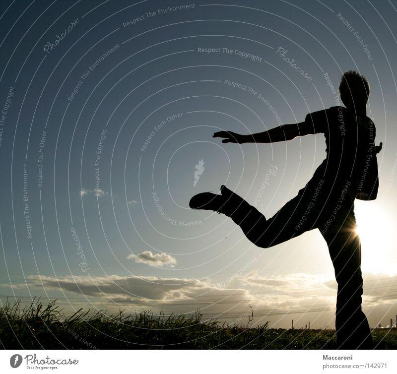 Waldfee Freude Tanzen Sommer Sonne Jugendliche 1 Mensch 18-30 Jahre Erwachsene Wolken Schönes Wetter Gras Wiese fliegen laufen springen frei Unendlichkeit