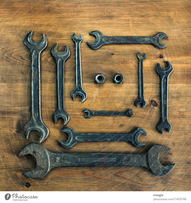 Eine Sammlung Schraubenschlüssel in verschiedenen Größen dazu zwei Muttern Schraubenschlüssel im Quadrat Freizeit & Hobby heimwerken Arbeit & Erwerbstätigkeit