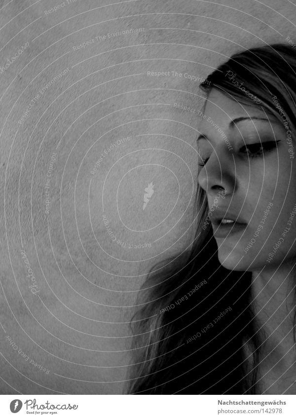 blind. Profil Haare & Frisuren Mund Blick Wand unten Kinn Hals Auge Gefühle Frau abwärts