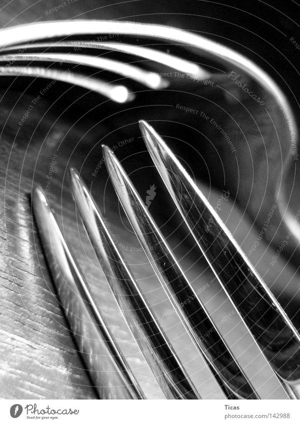 Zinken Schwarzweißfoto Innenaufnahme Nahaufnahme Detailaufnahme Makroaufnahme Menschenleer Kunstlicht Schatten Kontrast Reflexion & Spiegelung Froschperspektive