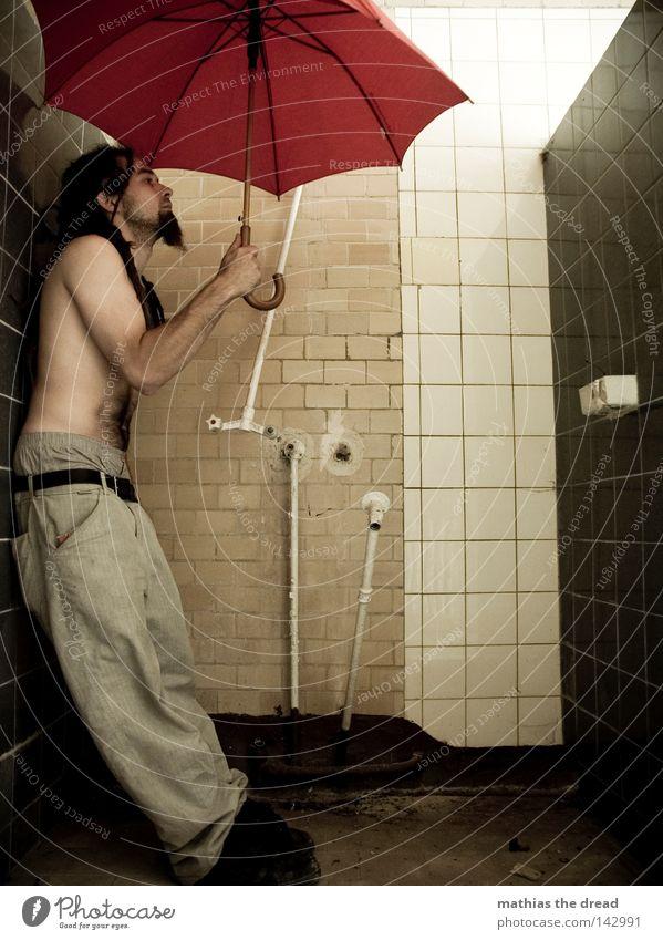 WASSERSCHEU Dusche (Installation) Duschraum Zugabteil Sonnenschirm Regenschirm Schirm rot Dinge nass Physik feucht vergessen Einsamkeit Tür bewegungslos Tod