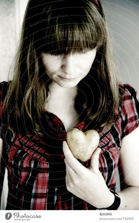 mit Liebe zuzubereiten Hand Einsamkeit gelb Liebe feminin Ernährung Lebensmittel Gesundheit rund Romantik Gemüse Dame Schalen & Schüsseln Vegetarische Ernährung roh