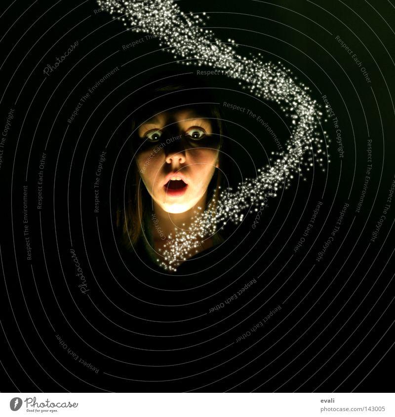 The fairytale gone bad Frau Gesicht dunkel hell Licht erschrecken