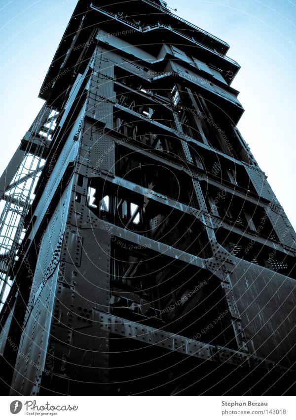 Förderturm Arbeit & Erwerbstätigkeit Metall Industrie Turm Industriefotografie Stahl Rost Konstruktion industriell Bergbau Kohle Mine Bergarbeiter Rust